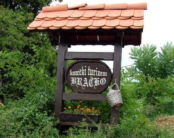 Bracko tourist farm sign