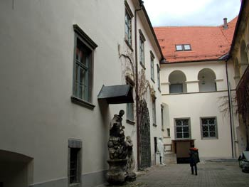 The Maribor Castle-courtyard